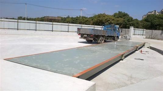 100吨汽车衡自重有多重,100吨汽车衡台面是什么材质的